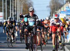 Graham Watson @grahamwatson10 Another British win in Flanders - Mark Cavendish wins Kuurne-Brussels-Kuurne..! pic.twitter.com/eJY0fJrnei