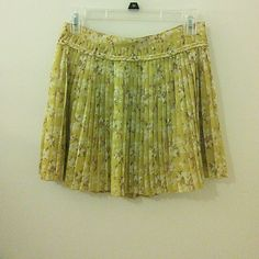 American Eagle floral skirt Gently used. Zips up the side American Eagle Outfitters Skirts Circle & Skater