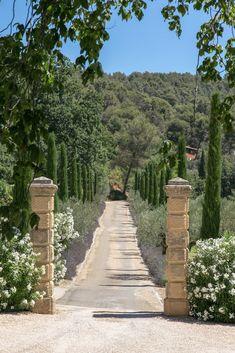 Arriving at Domaine Chantecler, the bastide of Frederic Fekkai and Shirin von Wulffen in Aix-en-Provence. Landscape Design, Garden Design, Aix En Provence, French Country House, South Of France, Garden Inspiration, Beautiful Gardens, Exterior Design, Countryside