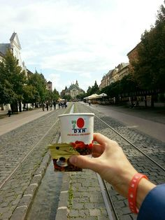 už aj v Košiciach máme príležitosť ochutnať inú kávu :) https://www.facebook.com/R%C3%B3bert-Kon%C4%8Dal-248394608692004/timeline/