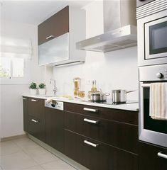 SANTOS kitchen. Una cocina en línea: Cocina con mobiliario modelo Marina, de Santos.