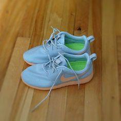 My new Nike Rosche Runs. Love the colour way for spring. Běžecké Boty 9d76da96c0