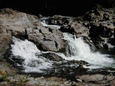 Lucia Falls Loop Hike Hike Type: Loop Distance: 1.1 miles Elevation gain: 20 feet Difficulty: Easy Seasons: Year round Family Friendly: Yes Backpackable: No Crowded: Yes. 52 minutes driving one- way. Near Heisson, WA.