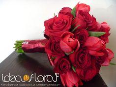 Perfecto ramo de rosas rojas y tulipanes