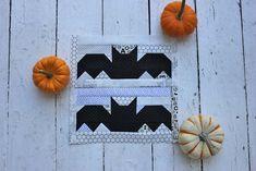 Halloween bats pieced quilt block by Centerstreet Quilts Halloween Quilts, Halloween Quilt Patterns, Halloween Blocks, Halloween Sewing, Halloween Tutorial, Halloween Pillows, Easy Quilt Patterns, Halloween Bats, Fall Sewing