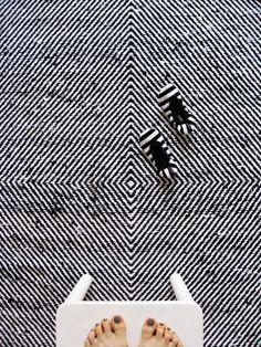hypnotic rug ::   varpunen