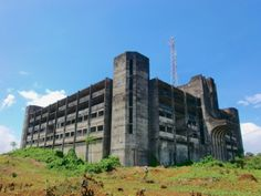 """bauzeitgeist:  """"The never-completed Liberia Ministry of Defense, Monrovia. Built by Israeli contractors c.1982-85, remained vacant. Eventually demolished late 2016. Photo May 2009 Bauzeitgeist.  """""""