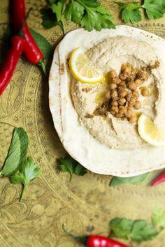 Hummus kuuluu Lähi-idän jokaiseen juhlapöytään.
