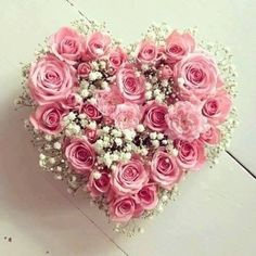 In addition to other surprises for couples, Valentine flowers become one of the gifts that must be given to the dearest. After knowing what flowers are suitable for your partner. And flowers are st… Valentines Flowers, Valentine Wreath, Valentine Decorations, Valentine Crafts, Valentine Nails, Valentine Ideas, Deco Floral, Arte Floral, Pink Flowers