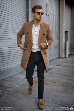 Erfahre welche Teile dazu passen! Casual Chic Outfit für Männer. Herrenoutfit mit Jeanshose, Langarmhemd, Wollmantel und Mokassins. Ein Männeroutfit im lässig-schicken Stil, passend für die Freizeit im Frühling. Aktuelle Outfits für Männer mit passenden Teilen findest Du bei Favorite Styles. Herrenmode, Outfits aller Marken und Stile. Hole dir jetzt Outfit Ideen für dein Männeroutfit!