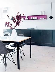 Minmal kitchen with pop of colour//