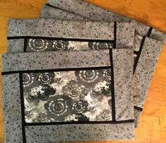 Make Your Own Placemats! The Inside Out Mats by Poorhouse Quilt Designs is a reversible, fun, quick fabric placemat pattern. Modern Placemats, Table Runner And Placemats, Table Runner Pattern, Quilted Table Runners, Quilt Placemats, Placemat Ideas, Quilted Placemat Patterns, Mug Rug Patterns, Quilt Patterns