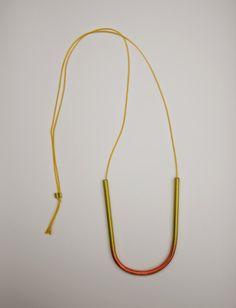 Katharina Dettar -  Fotografia María Izquierdo  Colgantes de aluminio anodizado a mano y cuerda de seda natural