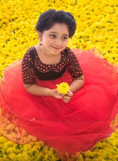 Anya Online provides best kids wear collections in Coimbatore. Enchanted elegance for your little lady in this gorgeous net frock beautified with delicate mirror work in the velvet yoke! Kids Dress Wear, Fancy Dress For Kids, Kids Gown, Kids Wear, Kids Indian Wear, Kids Ethnic Wear, Girls Frock Design, Kids Frocks Design, Kids Blouse Designs