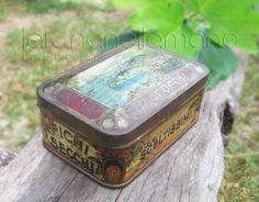 """Antica scatola di latta contenente """"Fichi Secchi Sceltissimi d'Agropoli"""" (anni '20) - Old tin box ca 1920"""