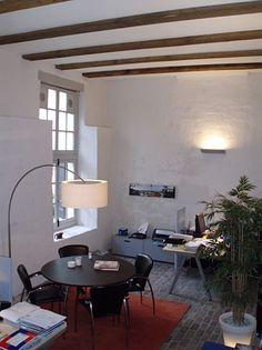 interieur kantoorgebouwen door jan detz interieurarchitect houten balken plafond stalamp