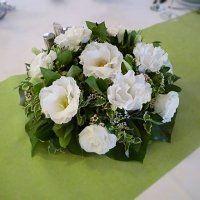 Asztaldísz fehér szellőrózsából Floral Wreath, Wreaths, Home Decor, Homemade Home Decor, Flower Crowns, Door Wreaths, Deco Mesh Wreaths, Interior Design, Home Interiors