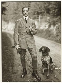 August Sander November 1876 – 20 April was a German portrait and documentary photographer. Sander's first book Face of our Time. August Sander, Mode Masculine Vintage, Vintage Gentleman, English Gentleman, Vintage Dog, Mode Vintage, Norfolk Jacket, Look Fashion, Mens Fashion