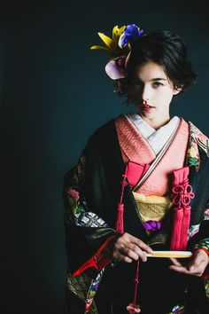 99 Unique Japanese Wedding Dress Ideas for Your Inspiration - VIs-Wed Traditional Wedding Dresses, Traditional Outfits, Asian Inspired Wedding, Geisha Japan, Express Fashion, Kimono Design, Wedding Kimono, Japanese Wedding, Japanese Aesthetic