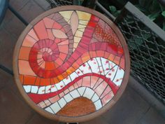 mosaic rose on round table ile ilgili görsel sonucu Mosaic Tray, Mosaic Tile Art, Mosaic Pots, Mirror Mosaic, Mosaic Crafts, Mosaic Projects, Mosaic Glass, Stained Glass, Mosaic Designs