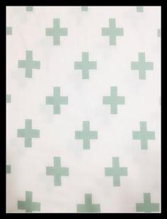 * wit rekkende stof met muntgroen kruis *