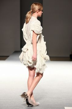 Bunka Fashion Graduate University 2011 / Mari Odaka ©Change Fashion