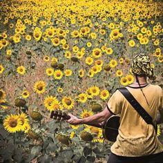 """A volte – raramente oggi ad essere sinceri allo stato puro – ci si imbatte in uno di quegli album, di questi dischi incisi da perfetti – per il momento - outsiders che folgorano all'istante, un mix di ispirazioni delicate, visioni, grazia e poetica soppalcate da intimità semplice e """"viaggiante"""" che ti lasciano a bocca…"""