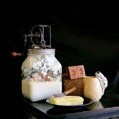 Take the next step toward food self-sufficiency by making cooking oil from seeds and nuts, making butter and rendering lard and tallow. From MOTHER EARTH NEWS magazine.
