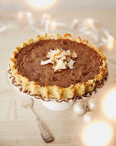 Kokos Schokoladenkuchen :) :)Kokosmandelboden mit Schokoladencreme - http://www.seriousaboutfood.de/festtagskuchen-und-sogar-glutenfrei/?utm_source=social&utm_medium=ambassador&utm_content=HolidaysDessertCake&utm_campaign=barcomi-recipe