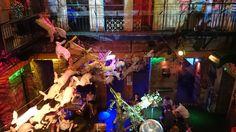 Um pub com ruínas, estacionamento para bicicletas e tantos ambientes que mais parece um labirinto. Relembrando do Instant, esse lugar surreal na noite de Budapeste. #eurotrip #mariadelux #budapest  A pub with ruins, bike parking and so many rooms that will make you feel like in a labirynth. This is Instant, a very unusual place you must know in Budapest's nightlife.