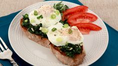 Poached Eggs on Spinach-Feta Toast - Recipes - Best Recipes Ever - Eggs can… Breakfast Dishes, Breakfast Recipes, Sausage And Egg, Spinach And Feta, Best Food Ever, Quick Snacks, Poached Eggs, Food Inspiration, Good Food
