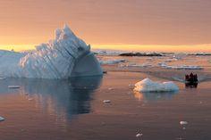 Die Antarktis ist wohl eines der unwirtlichsten Urlaubsziele. Außer, man erkundet sie bequem auf einer Yacht. Für rund 400.000 Euro wird eine solche Expedition angeboten - der Reiseplan zum Nachlesen.