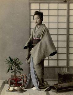 Unbekannt | Porträt einer jungen Japanerin in traditioneller Tracht | Museum für Kunst und Gewerbe Hamburg