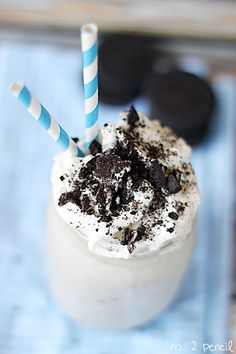 This Oreo Milkshake is a rich and creamy treat packed with that signature cookies and cream flavor.  I promise you will never know that I used low fat ingredients to make it! Clearly from my Oreo Cupcake Recipe and my Cool Mint Oreo Stuffed Cupcakes, I love using Oreos in my recipes! For this milkshake …