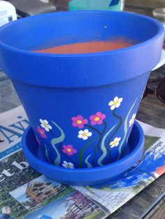 Saturday garden pottering! :-) Flower Pot Art, Flower Pot Design, Clay Flower Pots, Flower Pot Crafts, Clay Pots, Paint Garden Pots, Painted Plant Pots, Painted Flower Pots, Painted Pebbles