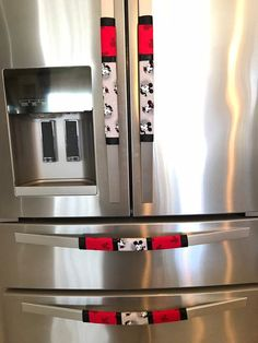 Refrigerator Door Handle Covers Set of Four Mickey and Minnie Mouse Th – Creations-by-Connie-and-more Cocina Mickey Mouse, Minnie Mouse Theme, Mickey Y Minnie, Mickey Mouse Kitchen, Kitchen Refrigerator, French Door Refrigerator, Mothers Day Roses, Cleaning Appliances, Red Kitchen Appliances