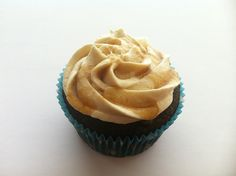 Chocolate cupcake with caramel buttercream and caramel drizzle - Vegan