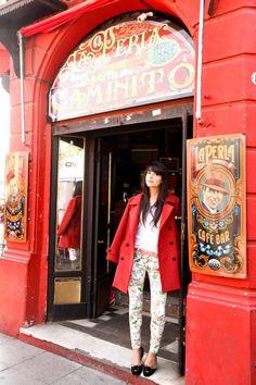 Red coat + prints + cat flats La Boca - Buenos Aires