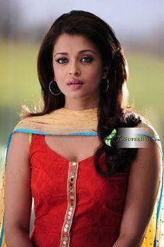 Aishwarya Rai Bachchan - Photo Gallery: Click image to close this window Bollywood Actress Hot Photos, Indian Bollywood Actress, Bollywood Girls, Beautiful Bollywood Actress, Indian Film Actress, Most Beautiful Indian Actress, Bollywood Celebrities, Beautiful Actresses, Indian Actresses