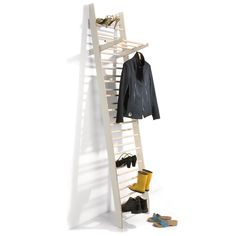 14 Clever Closet Organizers - From Boxed Closet Concepts to Ascending Storage Systems (TOPLIST) Shoe Storage Ladder, Entryway Shoe Storage, Hanging Storage, Storage Spaces, Boot Storage, Vertical Storage, Coat And Shoe Rack, Clever Closet, Shoe Storage Solutions