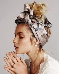 Cute easy hair look you can do with a scarf