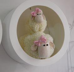 Família de ovelhas com nichos - Infinita Arte for Baby Playroom, Sheep, Lamb, Baby Shower, Craft Ideas, Sewing, Crafts, Handmade Crafts, Throw Pillows