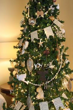 Coastal Charm: Christmas Home Tour Party Merry Christmas To You, Christmas 2017, All Things Christmas, Christmas Tree Ornaments, Christmas Holidays, Christmas Crafts, Christmas Garlands, Christmas Decorations, Holiday Decor