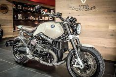Bilderesultat for bmw r nine t custom Bmw Scrambler, R Nine T Scrambler, Scrambler Custom, Bmw Motorbikes, Bmw Motorcycles, Bmw R9, Custom Mercedes, R1200r, Martini Racing