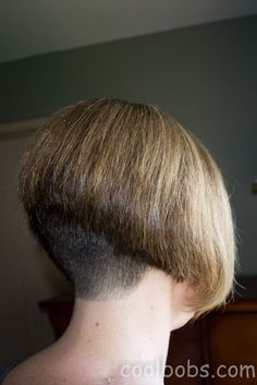 Awesome angled bob with clipped nape. Short Wedge Hairstyles, Stacked Bob Hairstyles, Hairstyles With Bangs, Bob Haircut With Bangs, Long Hair With Bangs, Thick Hair, Short Hair, Layered Bob With Bangs, Inverted Bob