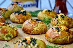 DEREOTLU PEYNİRLİ ANNE POĞAÇASI Malzemeler (6-8 kişilik): Hamuru için: 6 yemek kaşığı (200 gr) Teremyağ Gurme Kaymaklı 2 adet yumur...