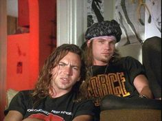 """Eddie Vedder and Jeff Ament in """"Singles"""" I love this scene. So I am going to pin it again. Jeff Ament, Foo Fighters Dave Grohl, Matt Cameron, Pear Jam, Pearl Jam Eddie Vedder, Grunge Boy, Music Is Life, Rock Bands, Chris Cornell"""