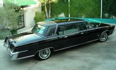 Imperial limo 1964-1966, would have to see the front end to be sure.