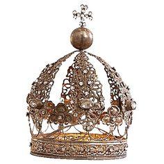 Dekorative #Krone in #Antiksilber von #Loberon. Diese Dekokrone ist prunkvoll besetzt mit funkelnden Ziersteinen. ♥ ab 59,95 €