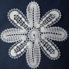 Bobbin Lacemaking, Bobbin Lace Patterns, Lace Heart, Lace Jewelry, Needle Lace, Irish Lace, Lace Making, Yarn Crafts, Lace Detail